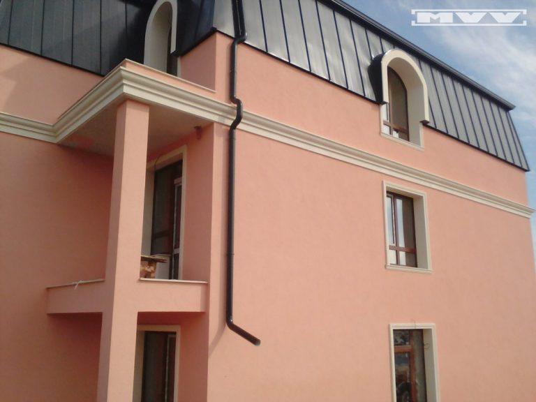 Фасада с отнаменти от стиропор